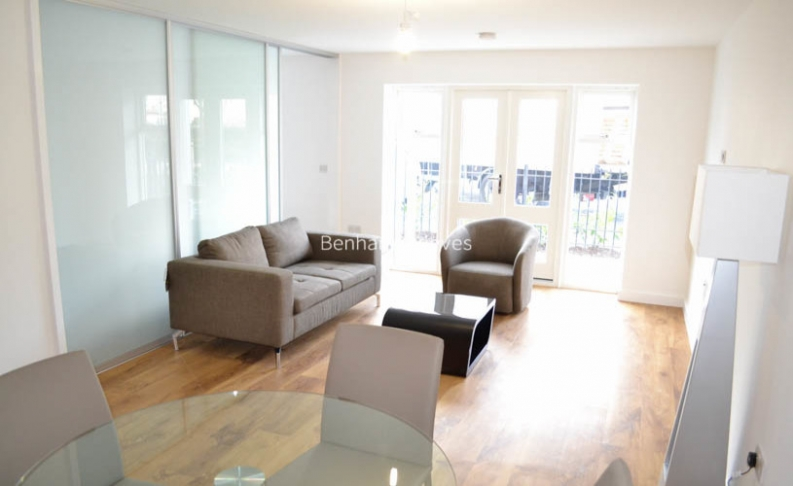 picture of Manhattan flat in  Park Lodge Avenue, West Drayton, UB7