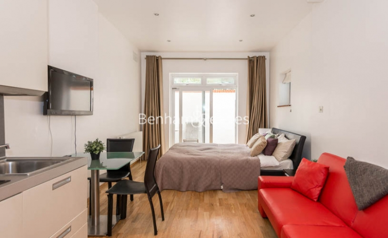 picture of Studio flat in  St Stephens Gardens, Bayswater, W2