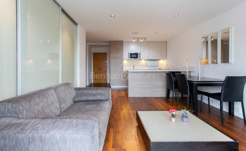 picture of Manhattan Studio flat in  East Drive, Colindale, NW9