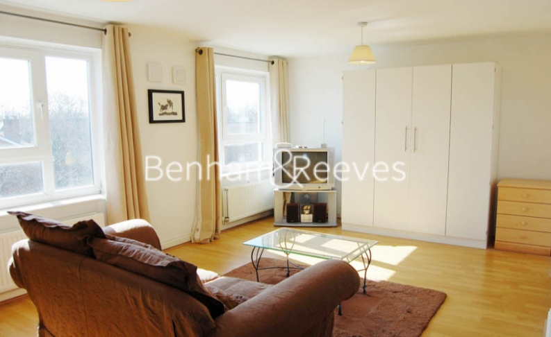 picture of Studio flat in  Green Lane, Ilford, IG1