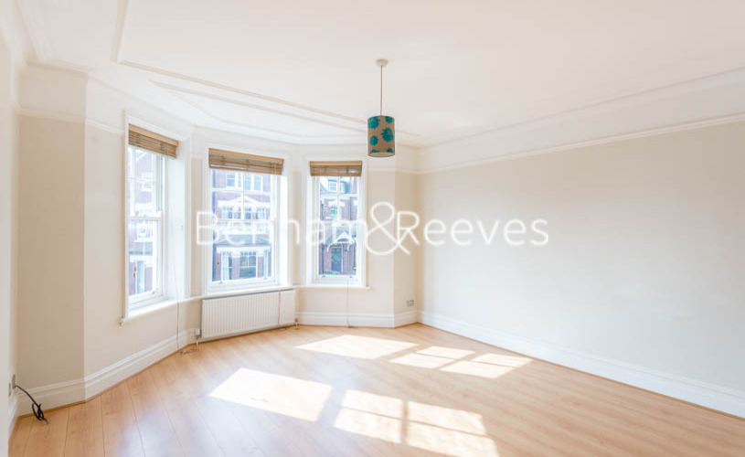 picture of 4 Bedroom(s) flat in  Jacksons Lane, Highgate, N6