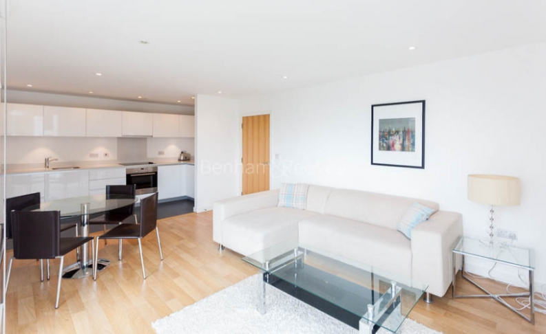 picture of 2 Bedroom(s) flat in  Waterside, Woodberry Grove , N4