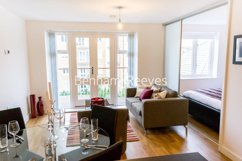 picture of Manhattan Studio flat in  Park Lodge Avenue, West Drayton, UB7