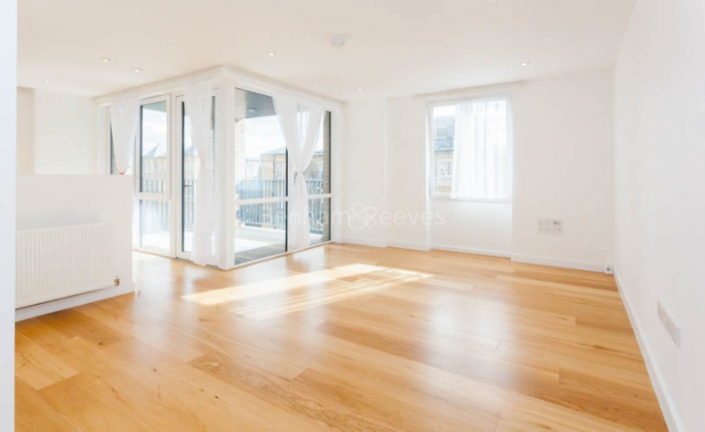 picture of 2 Bedroom(s) flat in  Denman Avenue, Norwood Green, UB2