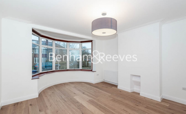 picture of 3 Bedroom(s) flat in  Kingfield Road, Ealing, W5