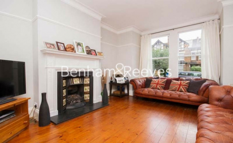 picture of 5 Bedroom(s) flat in  Haven Lane, Ealing, W5
