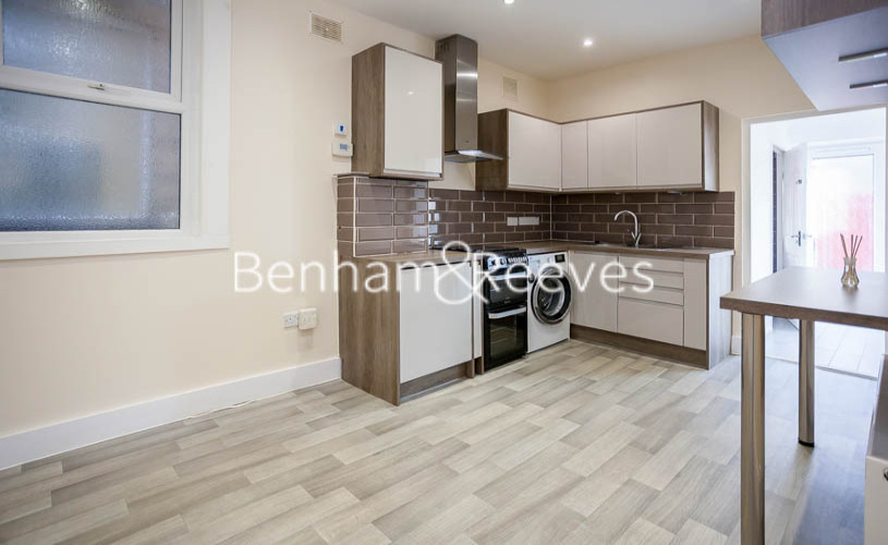 picture of 1 Bedroom(s) flat in  Kingsdown Avenue, Northfields, W13