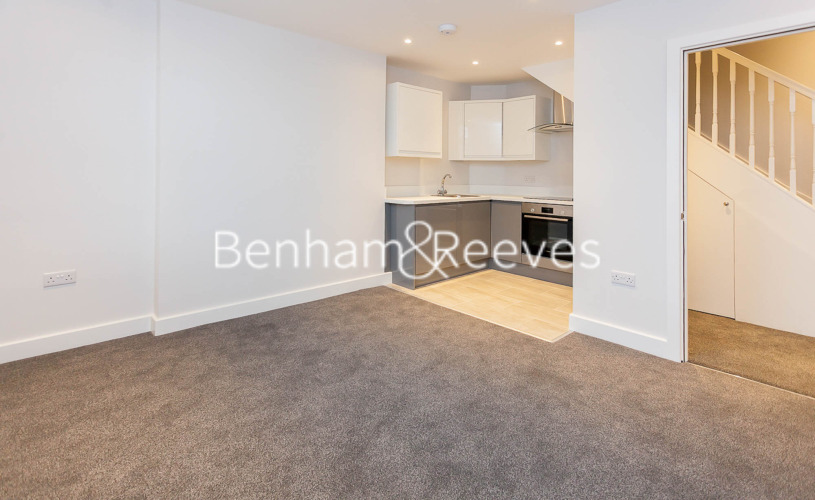 picture of 3 Bedroom(s) flat in  Mount Park Crescent, Ealing, W5