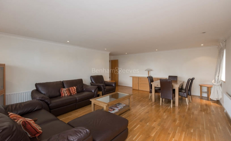 picture of 3 Bedroom(s) flat in  Manbre Road, Hammersmith, W6