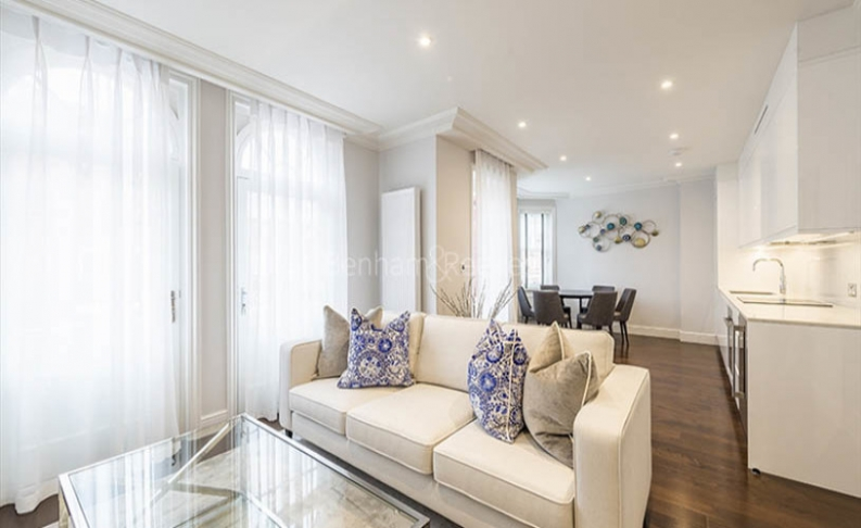 picture of 3 Bedroom(s) flat in  Hamlet Gardens, Hammersmith, W6