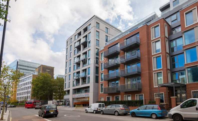 picture of Studio flat in  Sovereign Court, Hammersmith, W6