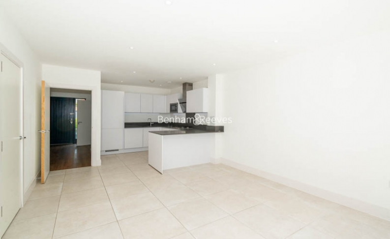 picture of 4 Bedroom(s) flat in  Pipit Drive, Putney, SW15