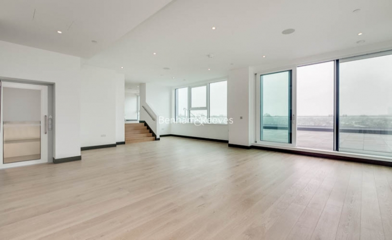 picture of 5 Bedroom(s) flat in  Sovereign Court, Hammersmith, W6