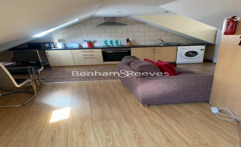 picture of 4 Bedroom(s) flat in  Goldhawk Rod, Hammersmith, W12