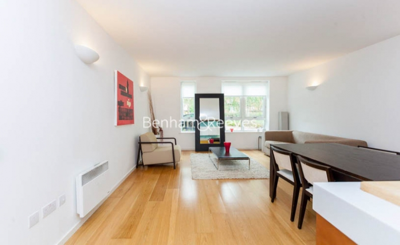 picture of 1 Bedroom(s) flat in  Hillcrest Road, South Woodford, E18