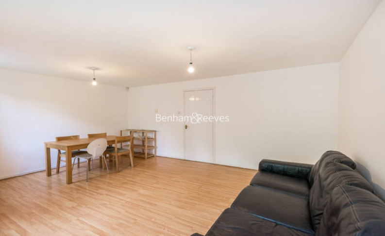 picture of 3 Bedroom(s) flat in  Argyle Way, Surrey Quays, SE16