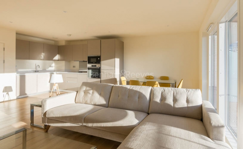 picture of 3-bed flat in  Surrey Quays