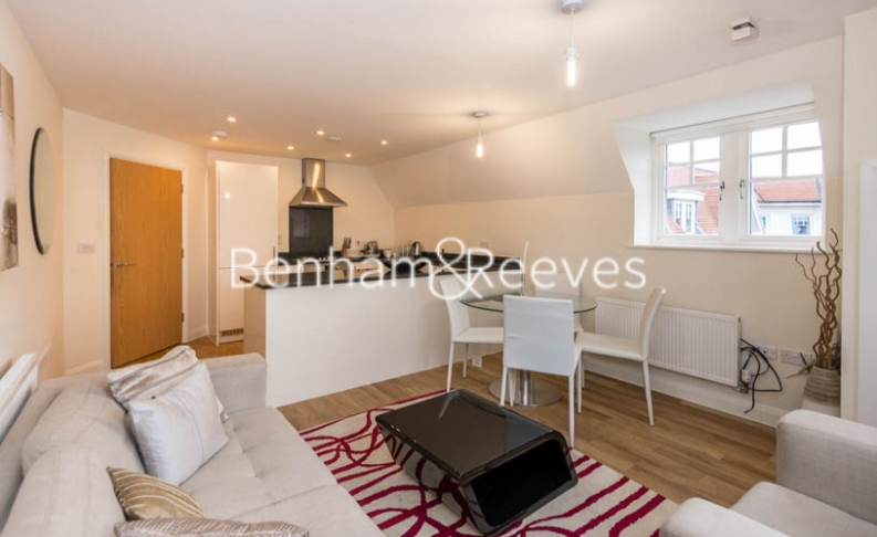 picture of 2 Bedroom(s) flat in  Cheam Road, Epsom, KT17