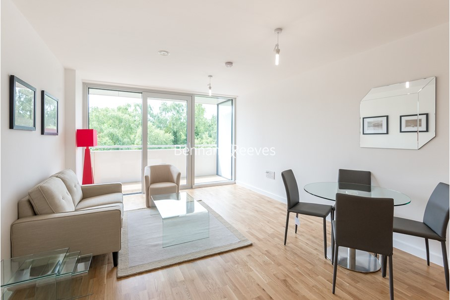 picture of 1 Bedroom(s) flat in  Colonial Drive, Chiswick, W4
