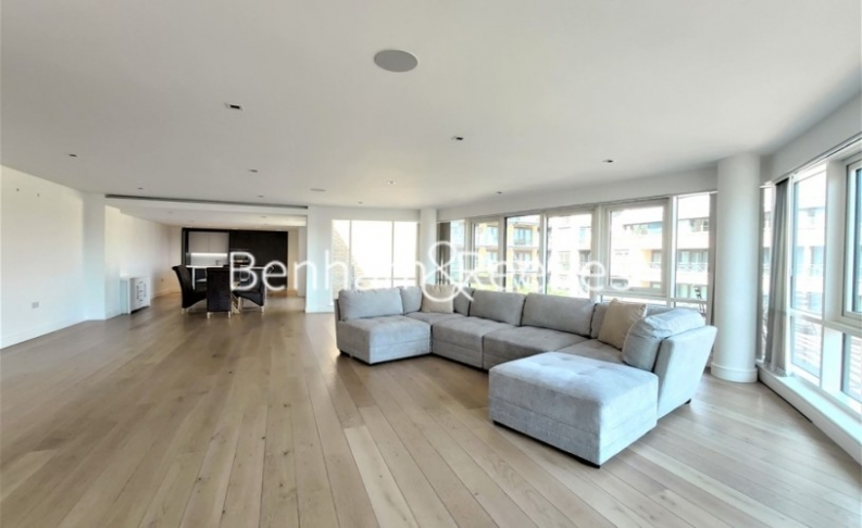 picture of 3 Bedroom(s) flat in  Kew Bridge Road, Brentford, TW8