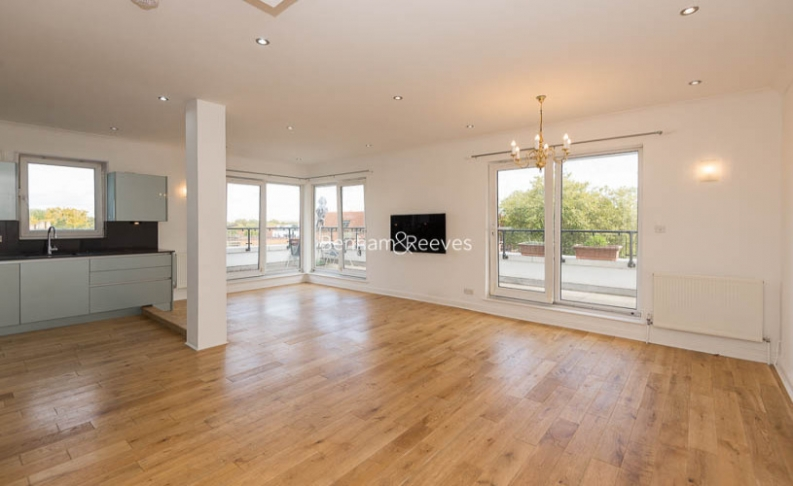 picture of 3 Bedroom(s) flat in  Bourne Place, Chiswick, W4