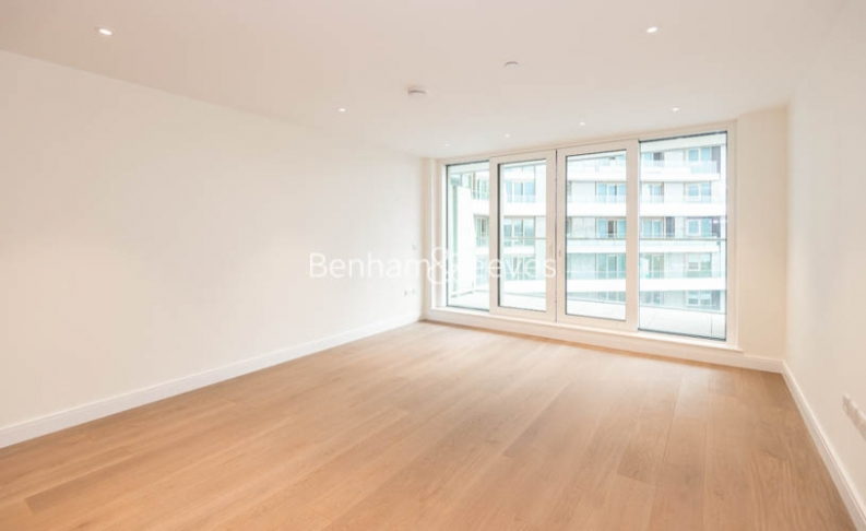 picture of 3 Bedroom(s) flat in  Cascade Court, Queenstown Road, Battersea, SW8