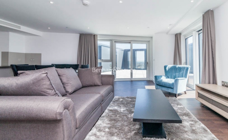 picture of 3-bed flat in  Nine Elms
