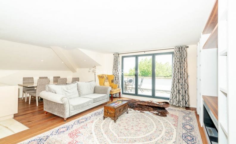 picture of 3 Bedroom(s) flat in  Belsize Grove, Hampstead, NW3