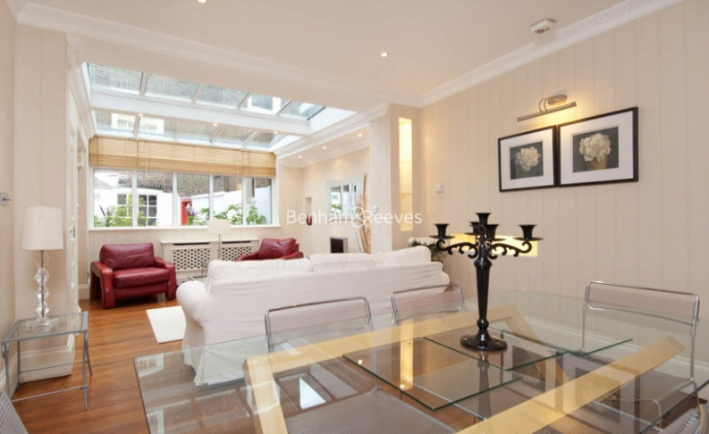 picture of 2 Bedroom(s) flat in  The Mount, Hampstead, NW3