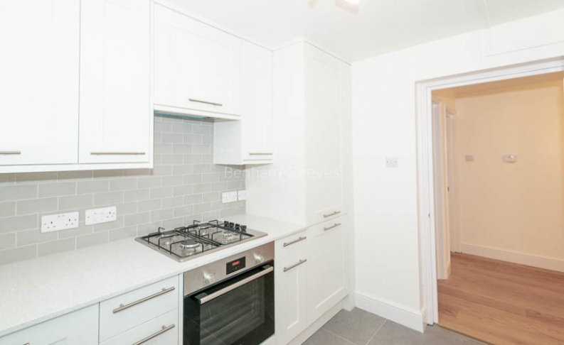 picture of 3 Bedroom(s) flat in  Parkhill Road, Belsize Park, NW3