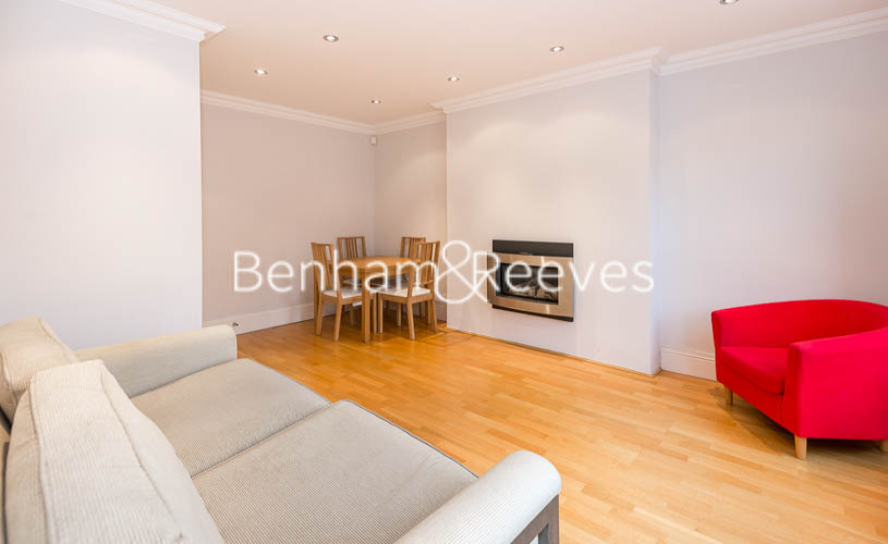 picture of 2 Bedroom(s) flat in  Primrose Gardens, Belsize Park, NW3