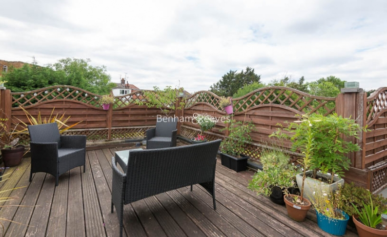 picture of 2 Bedroom(s) flat in  West Heath Drive, Golders Hill,  NW11