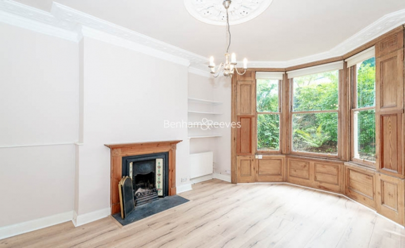 picture of 1 Bedroom(s) flat in  South Hill Park, Hampstead Heath, NW3