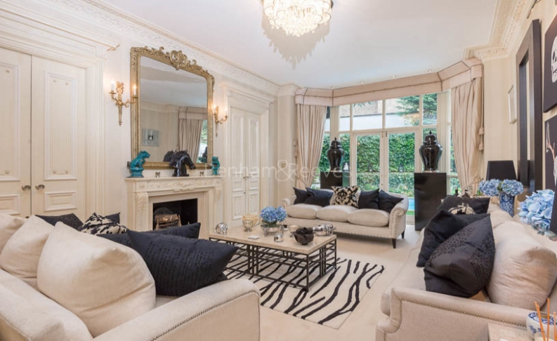 picture of 7-bed flat in  Hampstead