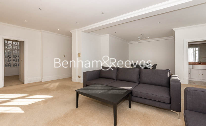 picture of 3 Bedroom(s) flat in  Strathmore Court, Hampstead, NW8