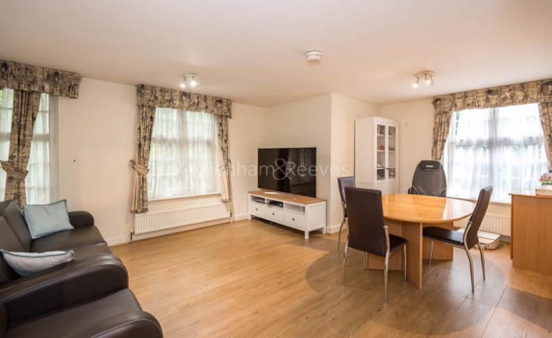 picture of 2 Bedroom(s) flat in  Corringway, Hampstead, NW11