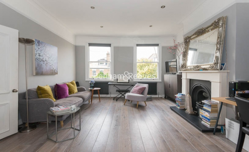 picture of 3 Bedroom(s) flat in  South Hill Park Gardens, Hampstead, NW3