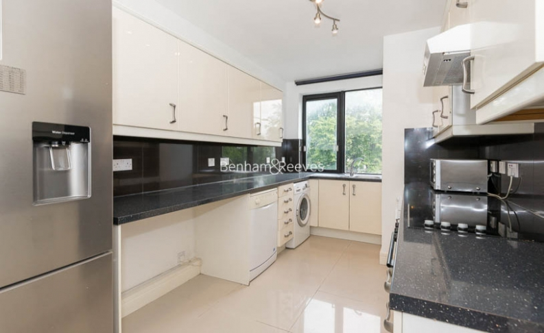 picture of 3 Bedroom(s) flat in  Wellington Road, St John Wood, NW8