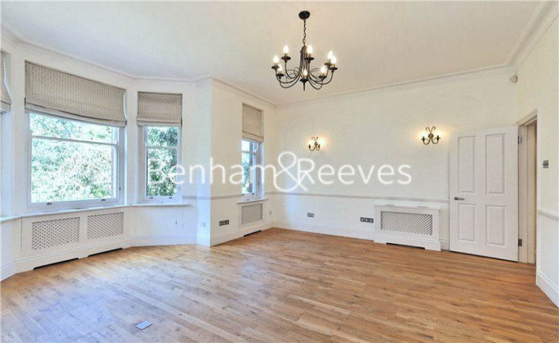 picture of 2 Bedroom(s) flat in  Windmill Hill, Hampstead, NW3