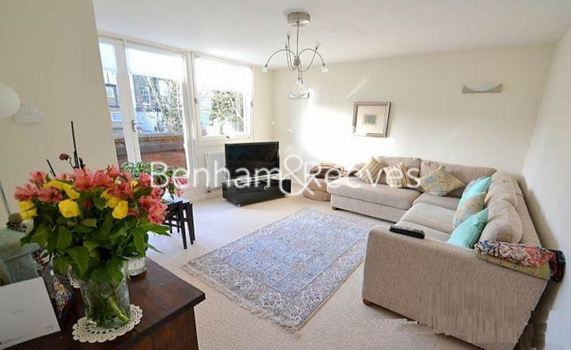 picture of 2 Bedroom(s) flat in  Britten Close, Hampstead, NW11