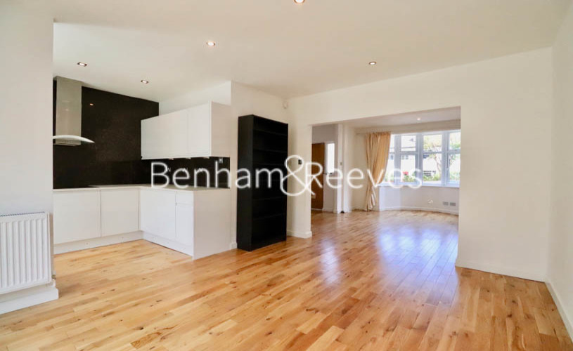 picture of 3 Bedroom(s) flat in  Upper Park Road, Hampstead, NW3