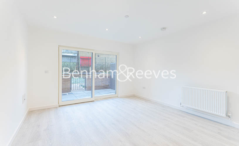 picture of 2 Bedroom(s) flat in  Perryfield Way, Hampstead, NW9