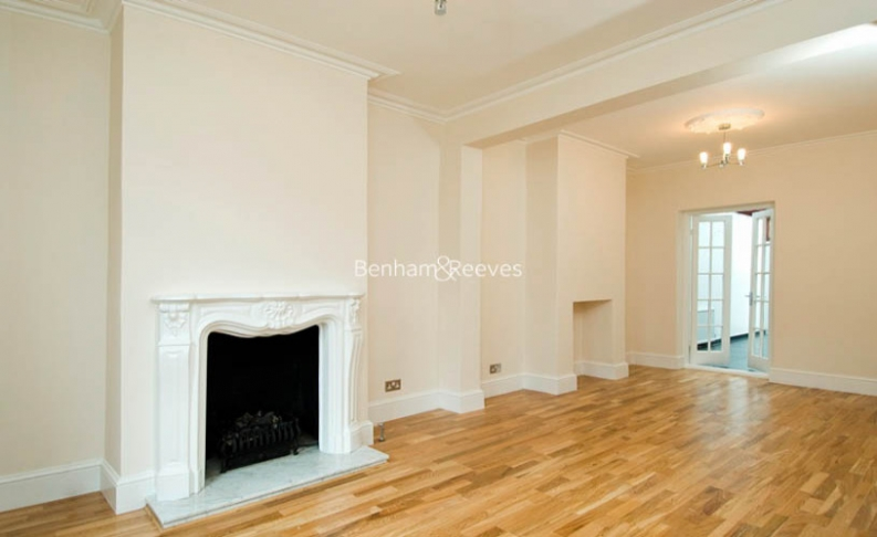 picture of 3 Bedroom(s) flat in  St John's Wood Terrace, St John's Wood, NW8