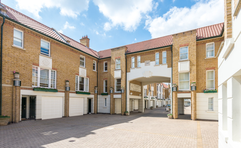 picture of 4 Bedroom(s) flat in  Charles II Place, King