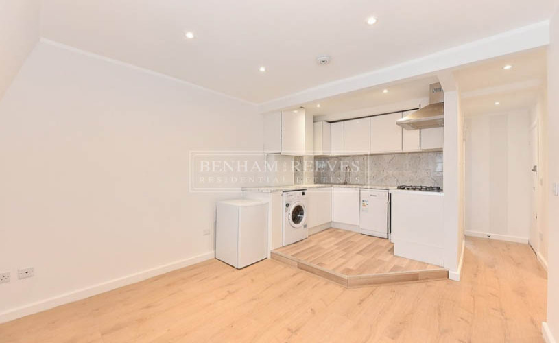 picture of 2 Bedroom(s) flat in  Westgate Terrace, Chelsea, SW10