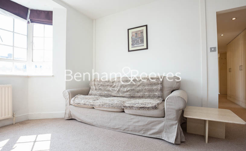 picture of 2 Bedroom(s) flat in  Chelsea Cloisters, Chelsea, SW3