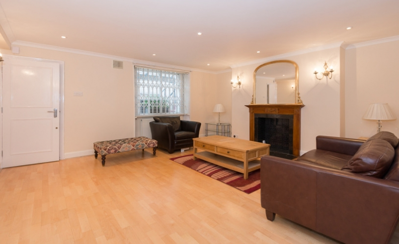 picture of 1 Bedroom(s) flat in  Brompton Square, Knightsbridge, SW3