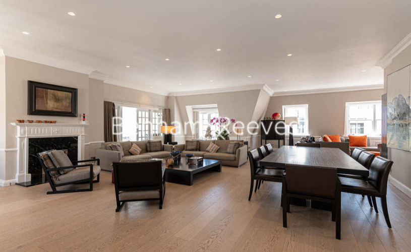 picture of 3 Bedroom(s) flat in  The Manor, Davies Street, Mayfair, W1