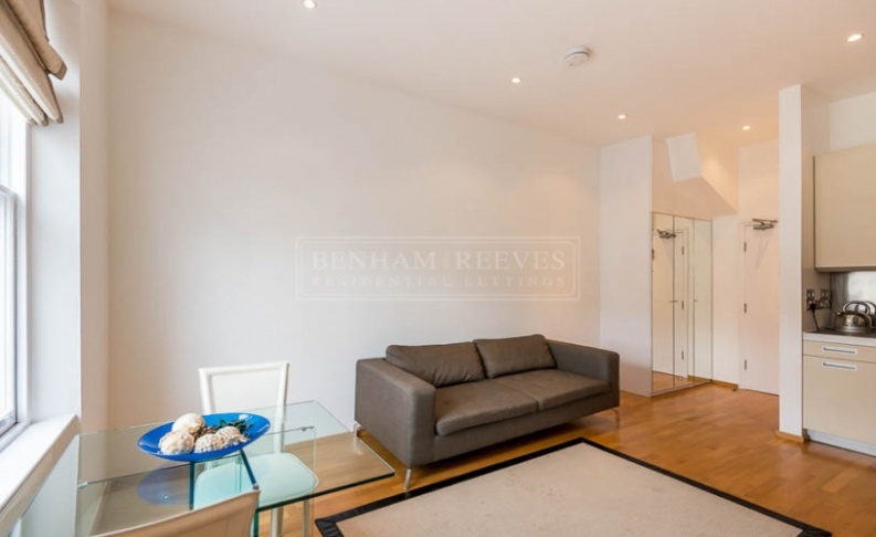 picture of Studio flat in  St. Stephen Gardens, Bayswater, W2