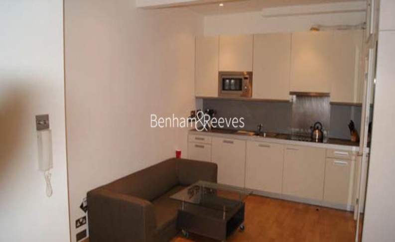 picture of Studio flat in  St Stephens Gardens, Lancaster Gate, W2